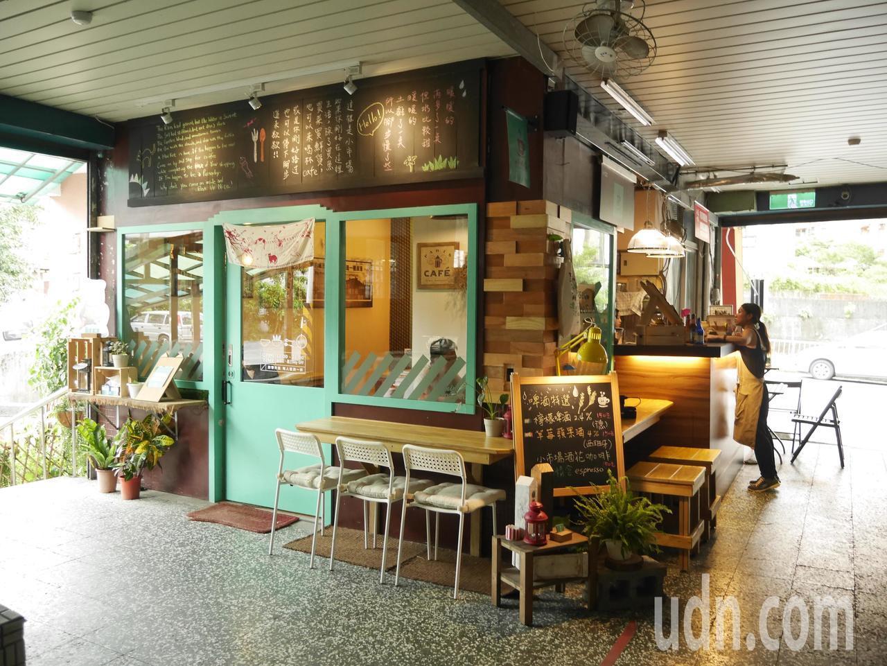 開在市場的小市場咖啡,食材新鮮,CP值高。記者吳淑君/攝影