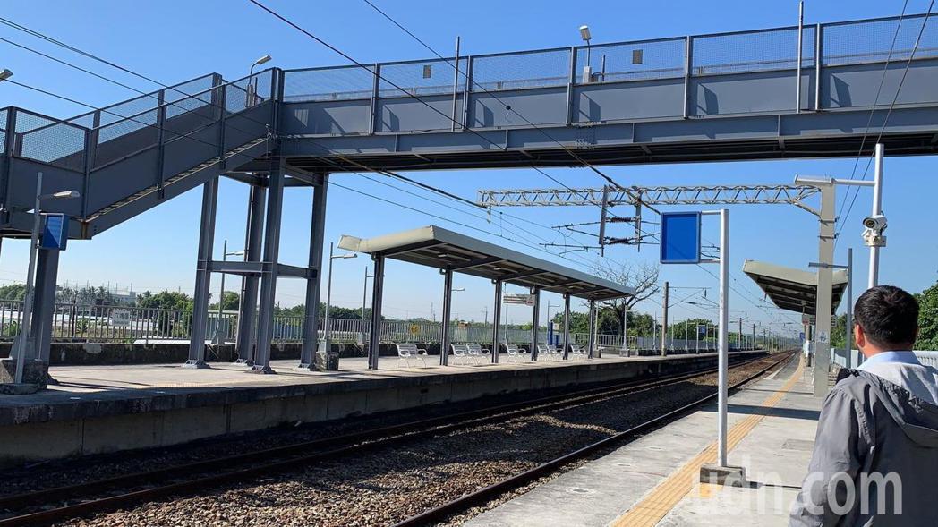 目前的六塊厝火車站。記者翁禎霞/攝影