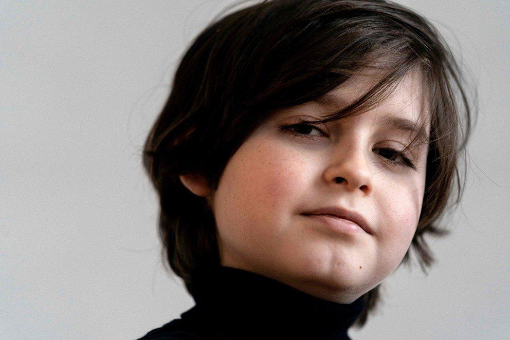 比利時籍9歲神童西蒙斯,11月21日攝於自家。西蒙斯原本有望打破世界紀錄,成為全...