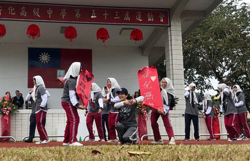 新化高中校慶,學生創意進場。圖/校方提供