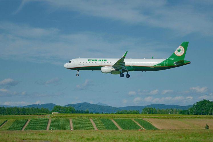 長榮航空宣布台北飛小松航線在立山黑部開山後,從每周五班增至每天一班。圖/長榮航空...