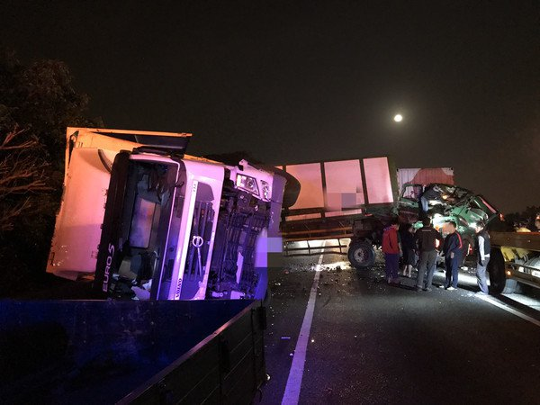 國道1號北上湖口路段今天凌晨位於81.4K及82.6K,發生2起追撞的死亡車禍。...