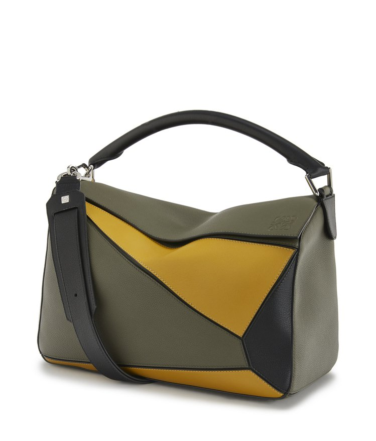 Puzzle綠黃拼色小牛皮肩背提包,售價12萬元。圖/LOEWE提供
