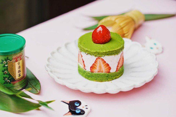 「抹茶草莓蛋糕」售價160元。圖/摘自和茗甘味處臉書專業