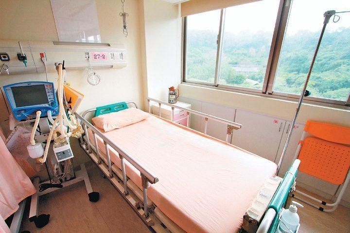 衛福部疾管署今公布,國內新增1例感染麻疹病例,是一名30多歲北部某醫院女性病房護...
