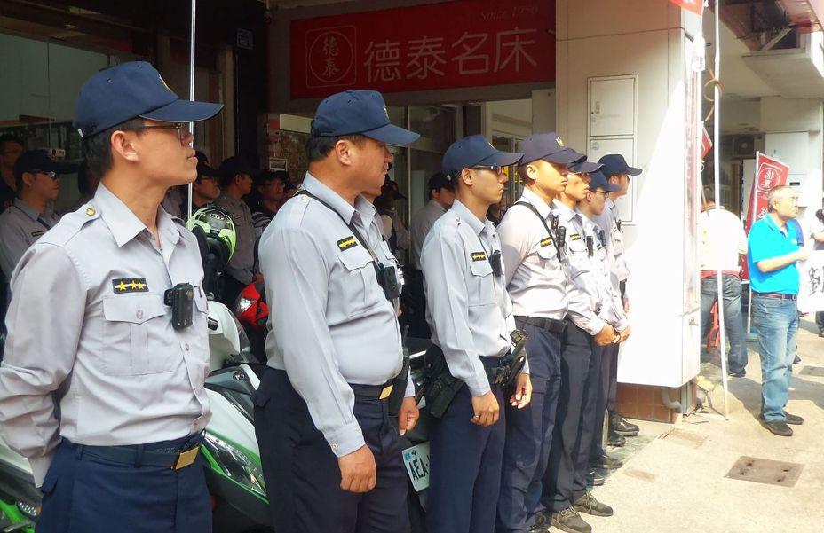 挺韓、罷韓遊行12月21日在高雄齊登場,警方規畫「重點區域」,將派員警戒。記者林保光/攝影