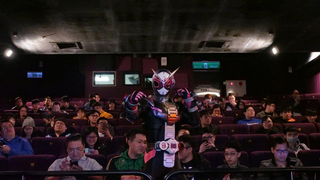 假面騎士ZI-O第一次來台宣傳時代的經典之作,並在試映會當天大方與民眾互動。木棉...