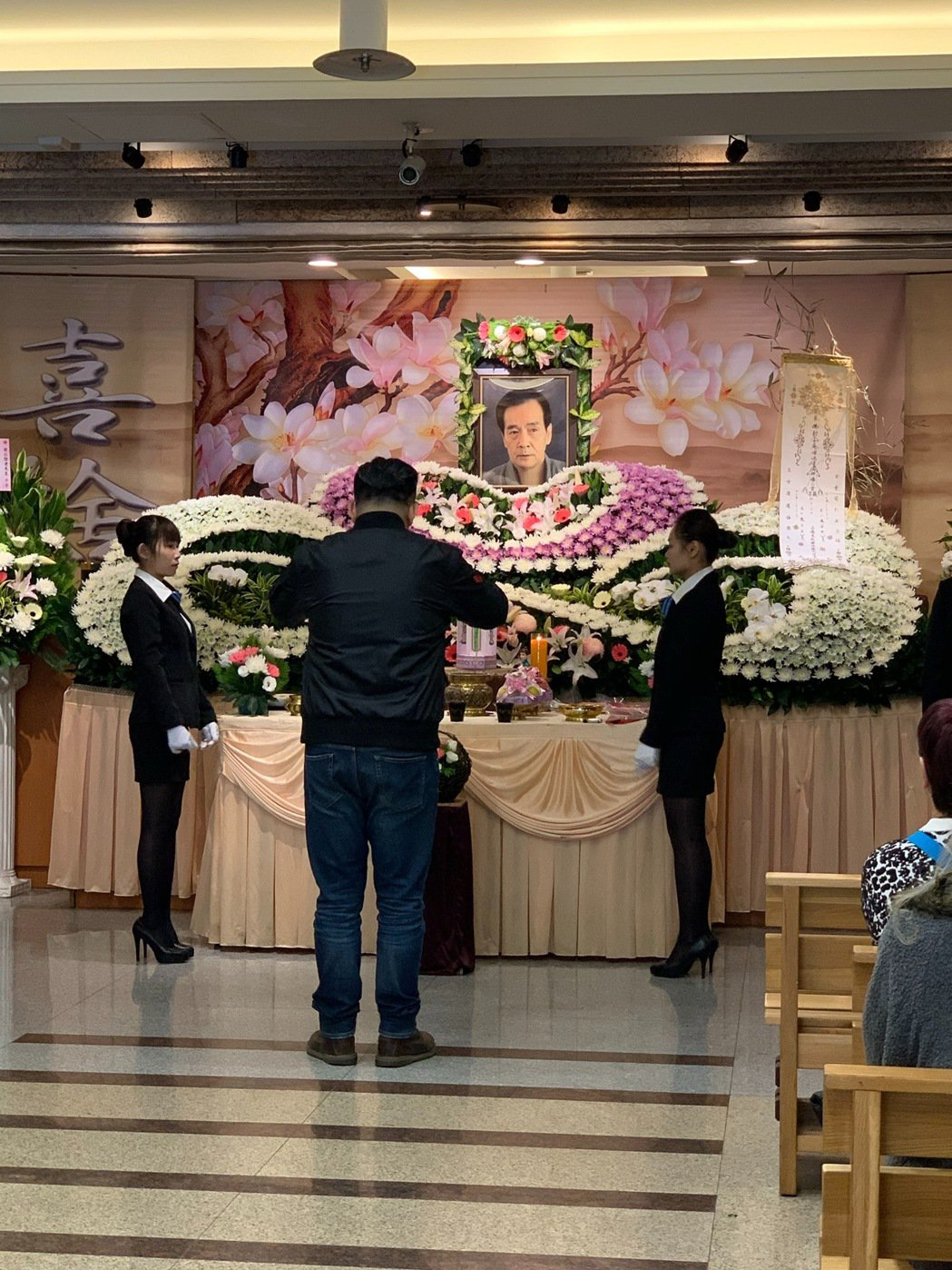 侯傑的告別式,兒子返台上香。記者陳慧貞/攝影