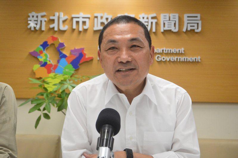 台北市長柯文哲暗示新北市長侯友宜可選2024年總統,得知後笑著說「嘜相害」。圖/聯合報系資料照片