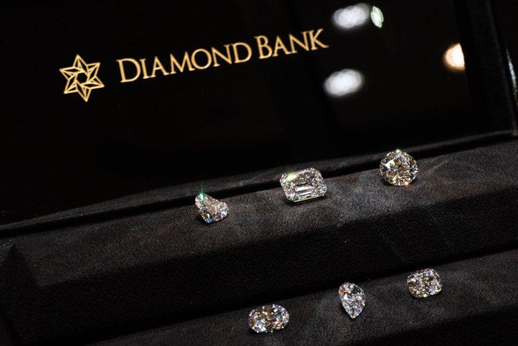 除了大克拉數的選擇,本次展出的「全美鑽石(DFL / DIF)」也具備不同切割方...
