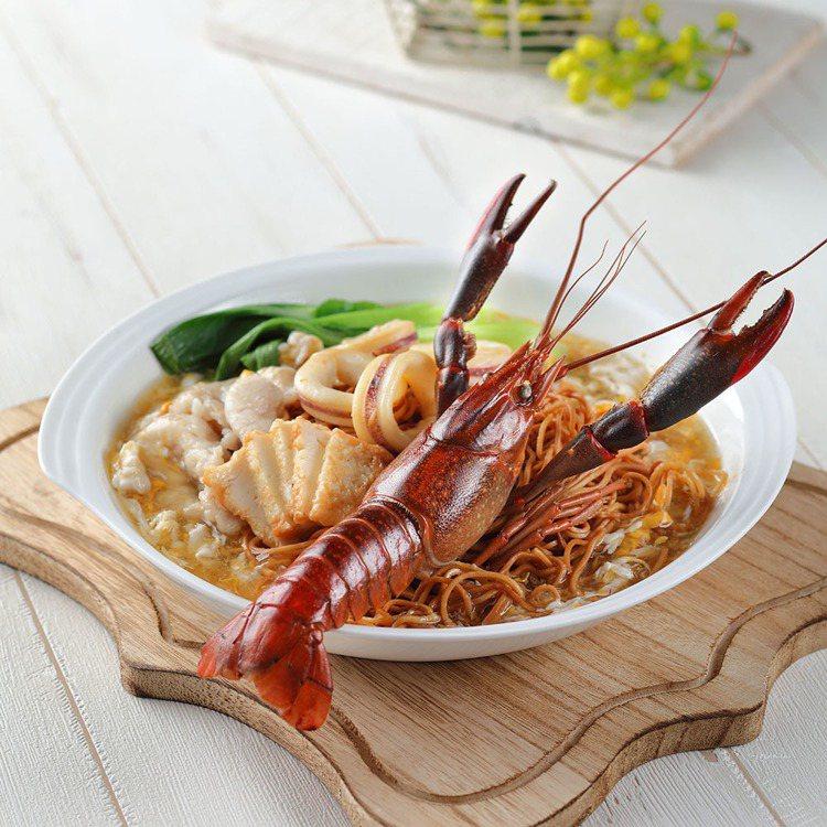 茨廠街提供小龍蝦伊麵等馬國料理。圖/Food Opera食代館提供