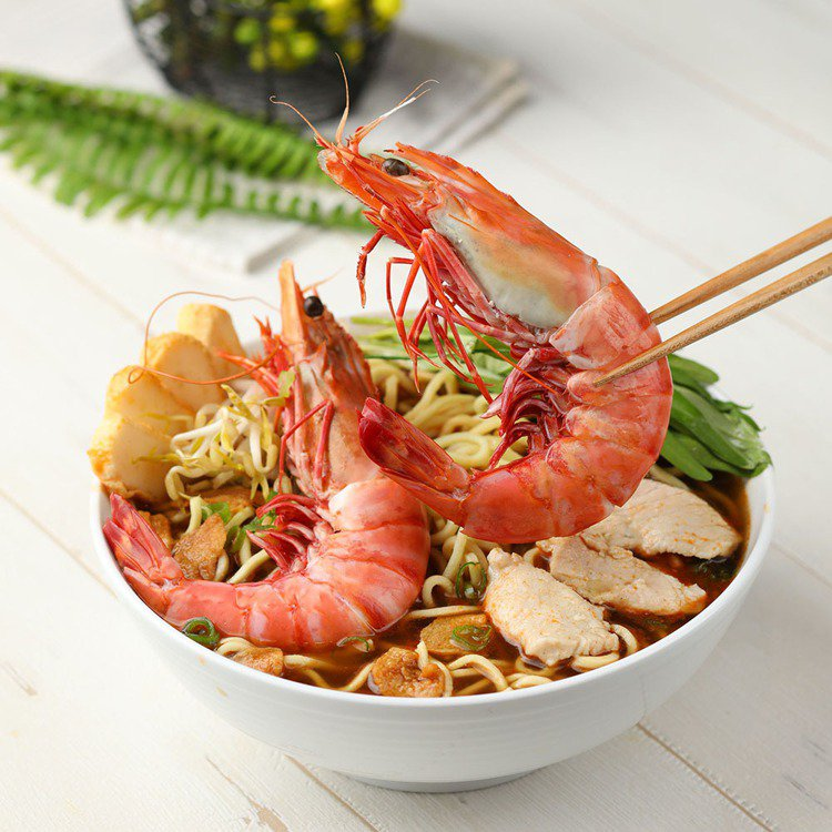販售有霸王大蝦麵的「蝦跳跳」,首度登台拓點。圖/Food Opera食代館提供