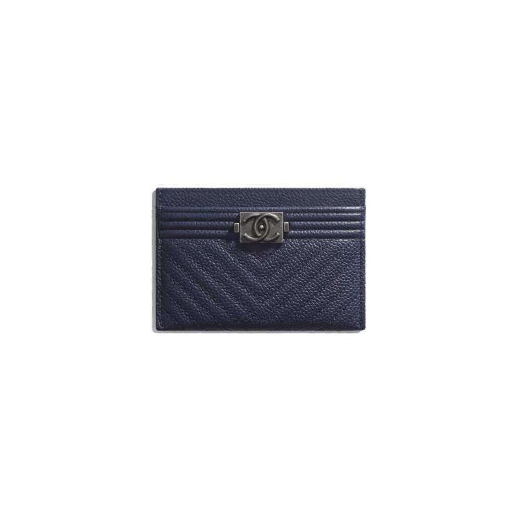 海軍藍Boy Chanel卡片夾,13,700元。圖/香奈兒提供