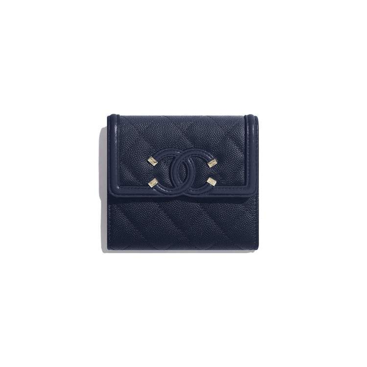海軍藍小型口蓋皮夾,35,100元。圖/香奈兒提供