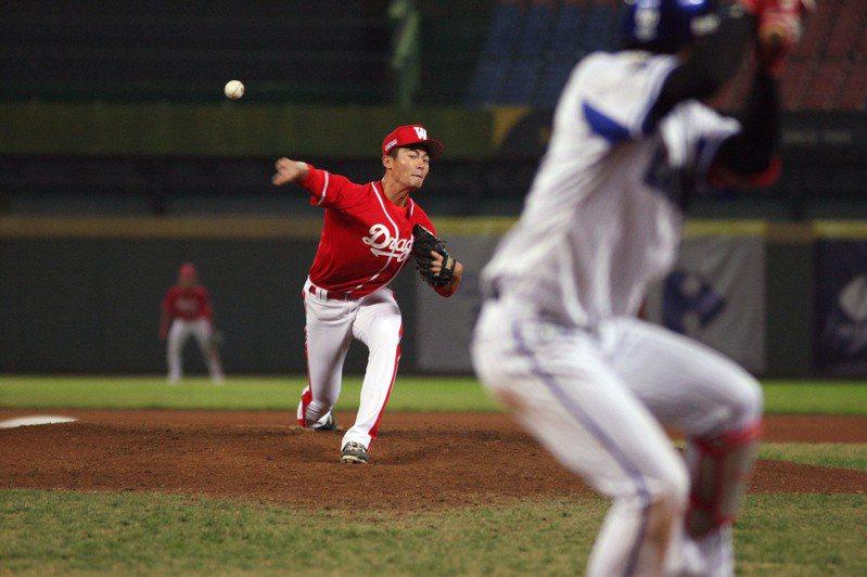 龍隊投手林子昱中繼兩局、未被敲安、無失分。圖/中職提供