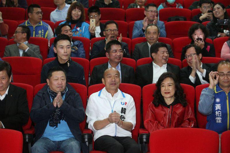 韓國瑜今晚到高雄奧斯卡數位影城看愛國片《祭旗》。記者劉學聖/攝影