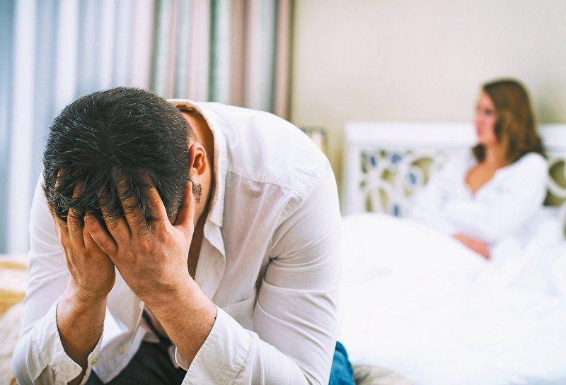 早洩不是慢性病,也和年齡無關,高達三分之一男性都有經驗,建議男性勇敢就醫、積極治療。 圖/123RF