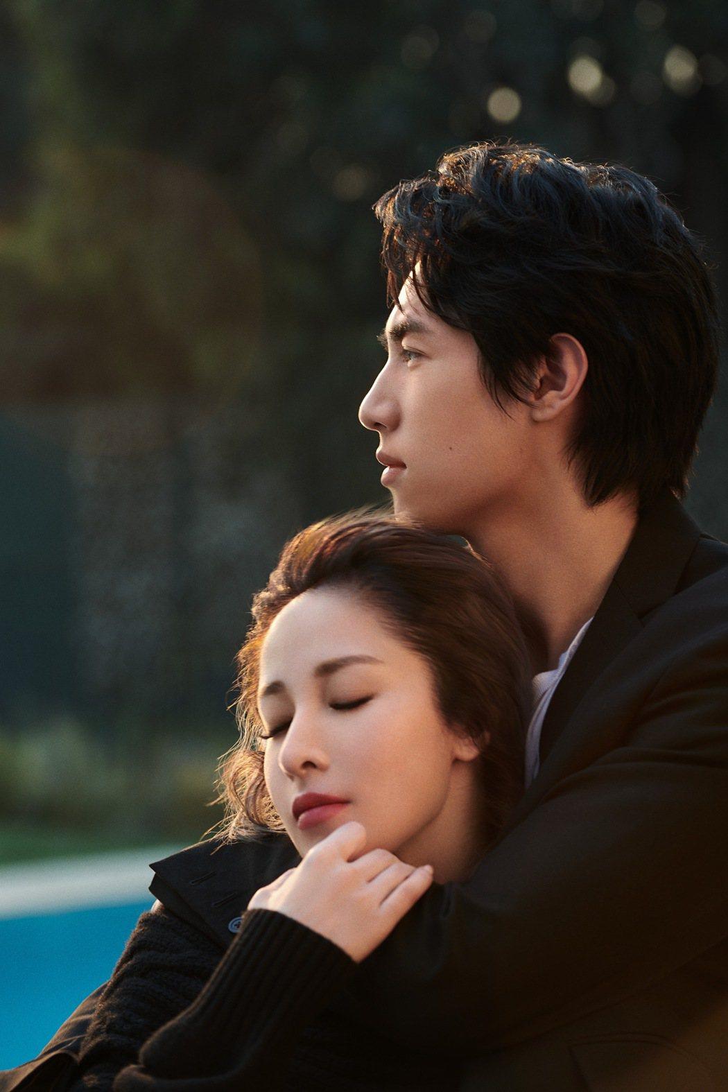 蕭亞軒(左)邀男友黃皓合作新歌MV,畫面無敵甜蜜。圖/經紀公司提供