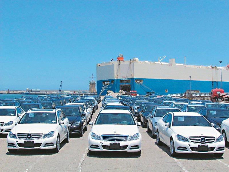 今年高價進口車市場銷售暢旺,為國庫挹注了不少奢侈稅。 本報系資料庫