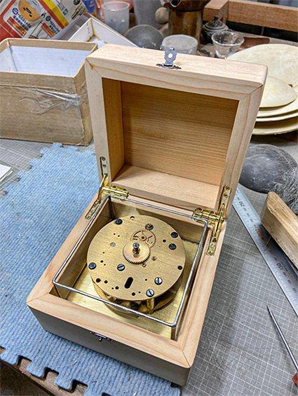 一顆80年歷史的航海鐘機芯,串起三位匠師、六位夥伴的共同創作。 泛科知識/提供