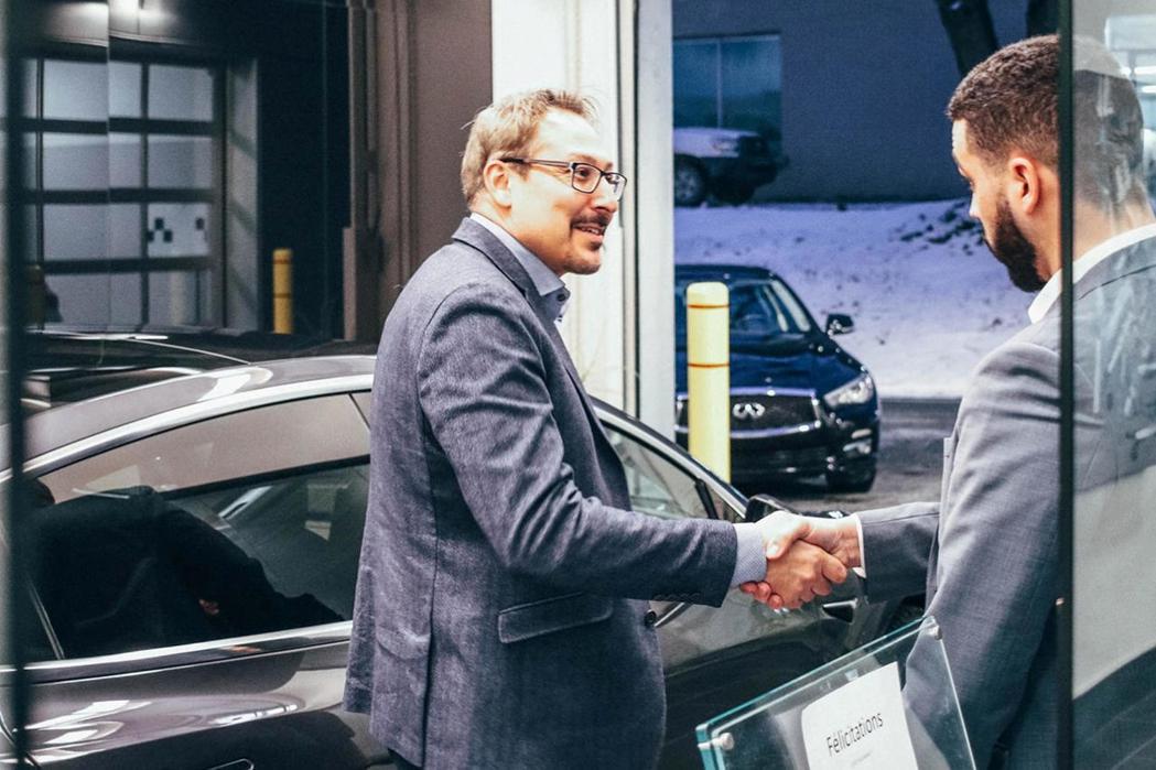 Infiniti經銷商成功贏得社布魯克市長史蒂夫·路西耶的信任。 圖/摘自Inf...
