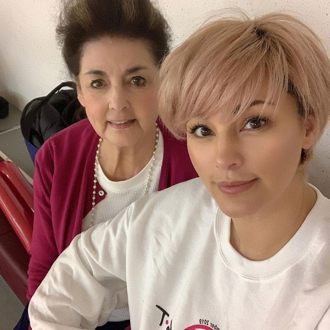 梅宮安娜與媽媽。圖/擷自IG