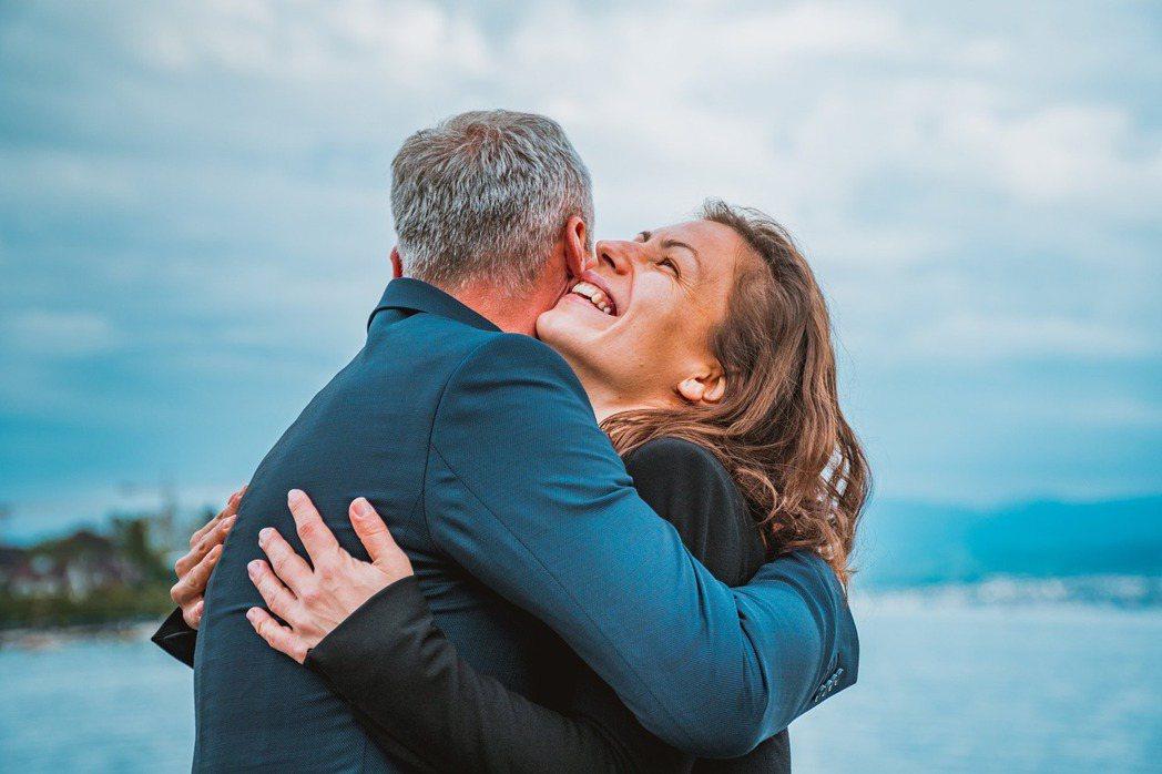 各自培養生活圈,但心緊密相依,如此才能在第三人生中的夫妻關係,找到兩人愈來愈自在...