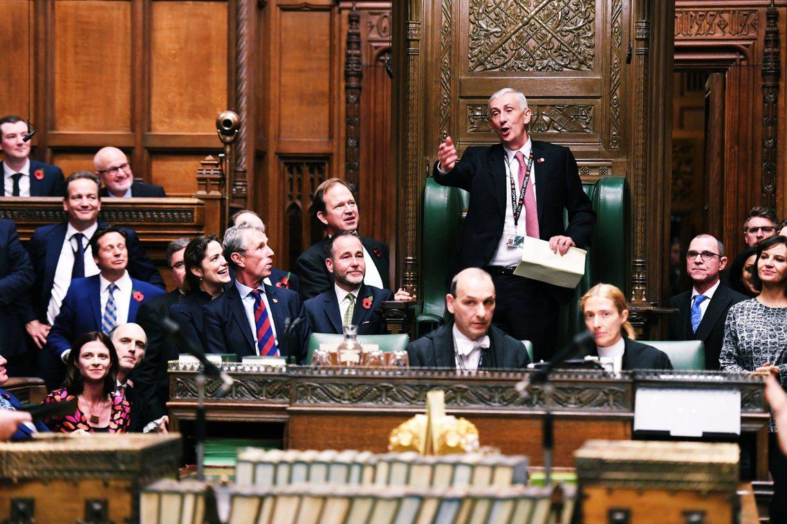 圖為10日英國下議院。本回的大選,席次第一大黨將被優先授權組閣。若有政黨能贏得國...