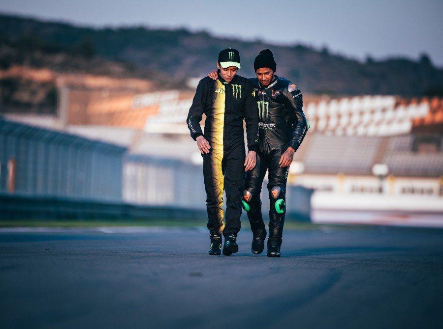 兩位頂尖的賽車手在結束後仍然有聊不完的話題。 圖/Monsterenergy提供