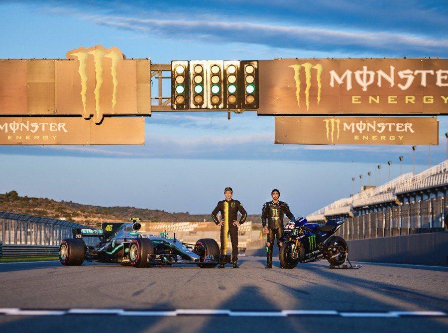 影/六個輪子 兩位傳奇!Hamilton和Rossi完成了史無前例的換車挑戰!