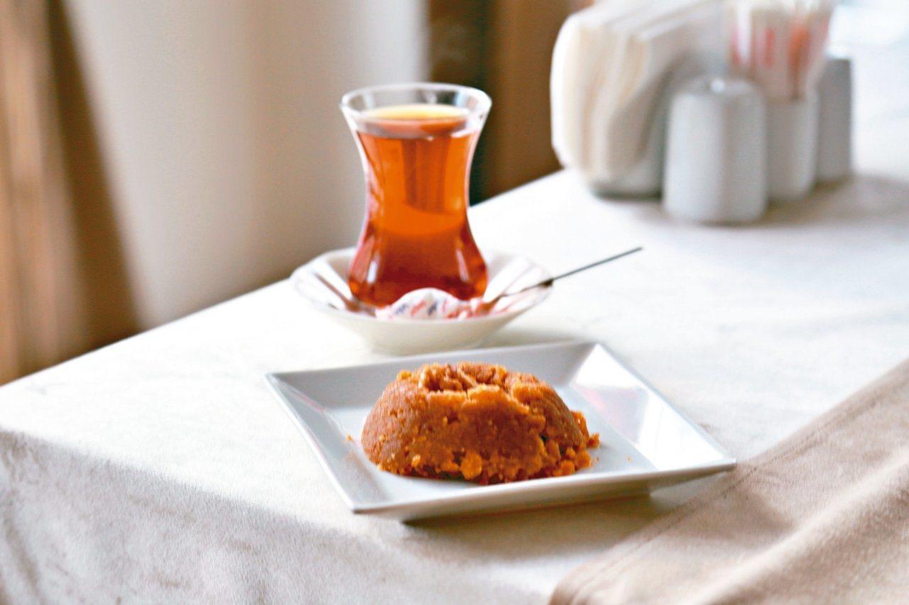 土耳其人愛喝土耳其紅茶,最多一天可喝上20杯。  圖/魏妤庭攝影