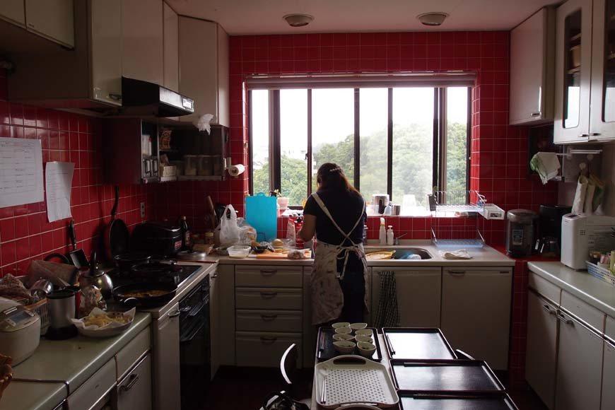 在共生之家中,每日的三餐非常重要,工作人員針對每個居民的狀況,製作各種美味的餐點...