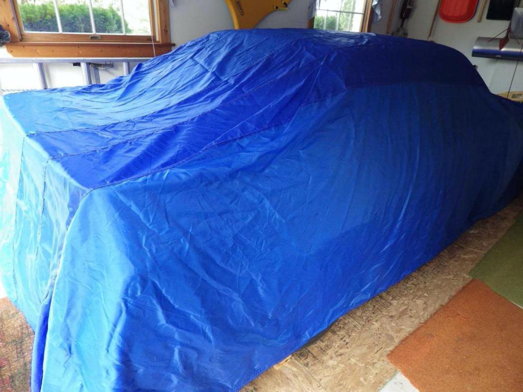 車主停在車庫還拿車罩將Mustang GT蓋起來。 摘自Carscoops