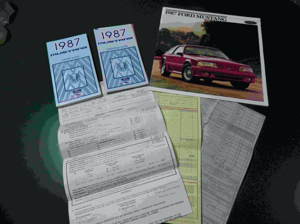 車主還完整保留了當時所有購買證明。 摘自Carscoops
