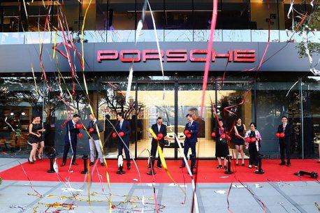 原廠精品、客製化選項全都有!全台首座Porsche Studio都會概念店開幕