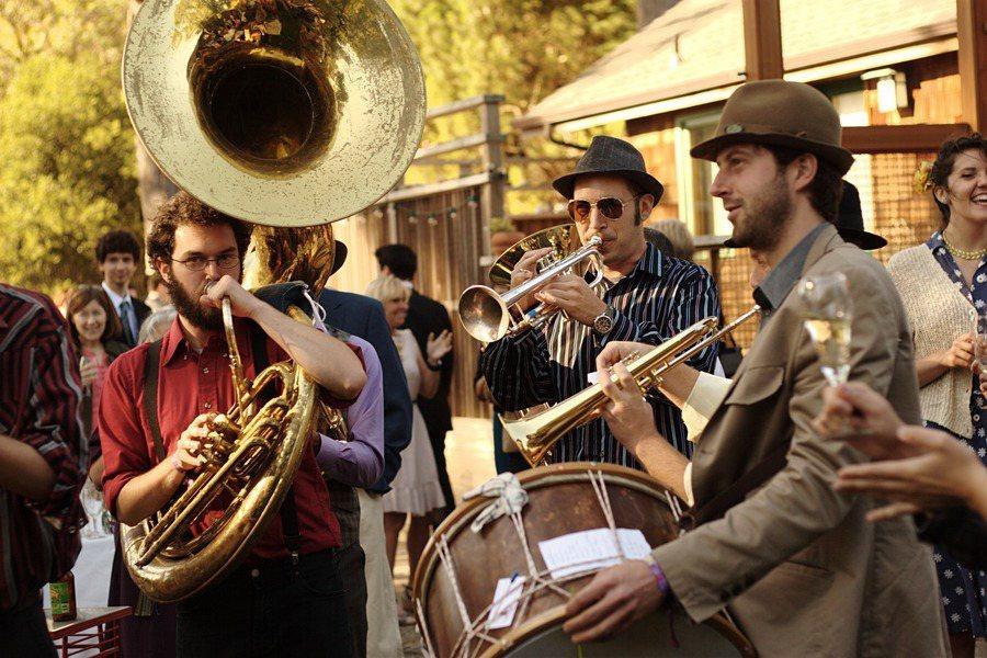 近期英國一項研究進一步顯示,參加銅管樂團,對人們的心理與身體均有益。(photo...