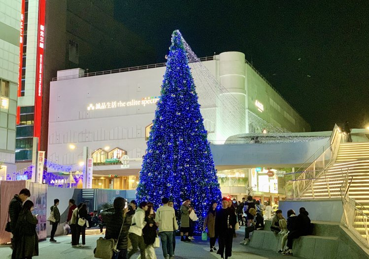 捷運中山站4號出口的「心中山舞台」。記者張芳瑜/攝影
