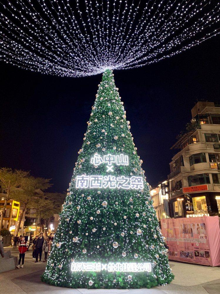 「心中山」耶誕樹。記者張芳瑜/攝影