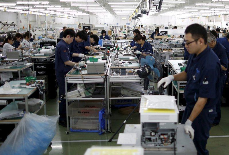 日本東京北部一家工廠的組裝生產線。  路透