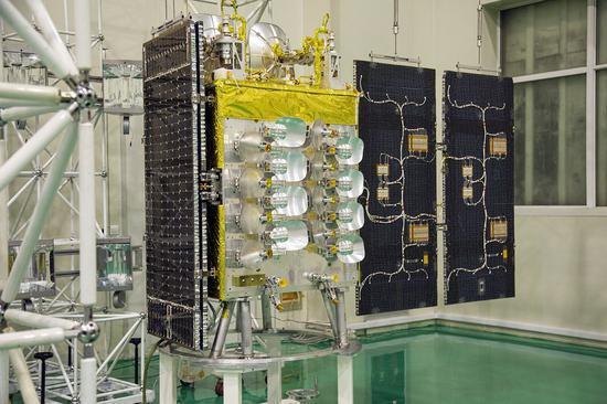 銀河航太(北京)自主研製的5G衛星正式出廠,該衛星也是全球首顆Q/V頻段的低軌寬...