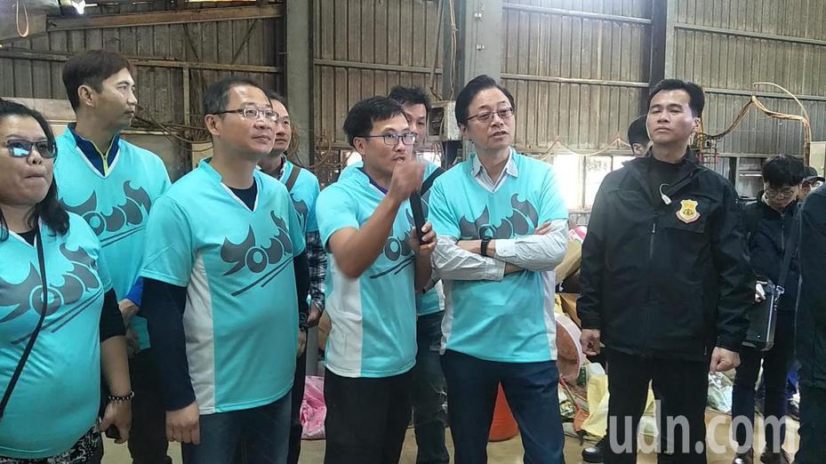 國民黨副總統候選人張善政、立委參選人吳志揚前往大園大賀廠參觀了解農業。記者曾增勳/攝影