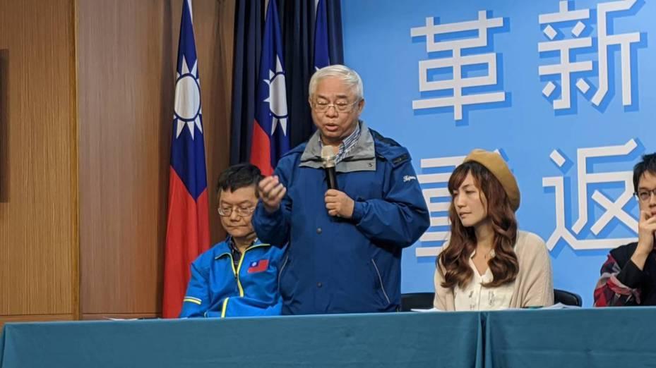 核四退休廠長王伯輝表示,蔡英文總統在行政院副院長任內還力挺核四,他必須很強烈的說,他沒有換位子就換腦袋,他仍然堅持核四的安全性。記者蔡佩芳/攝影
