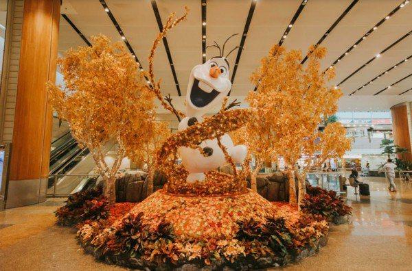 高達3公尺的巨型雪寶超萌。圖/新加坡樟宜機場提供