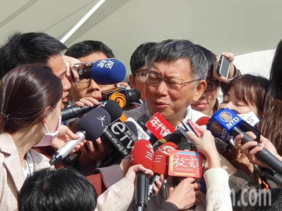 台北市長柯文哲上午出席台北花市活動後受訪。記者楊正海/攝影