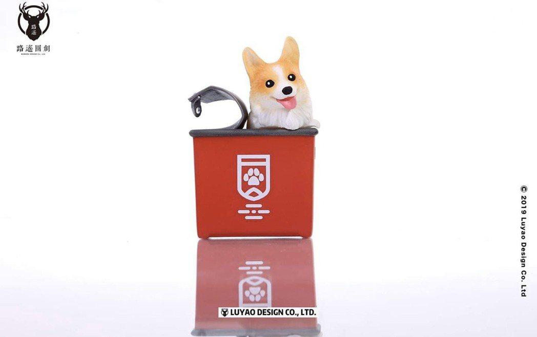 「紅罐款柯基」招牌吐舌表情超級吸睛。圖/取自路遙圓創官方臉書粉絲團
