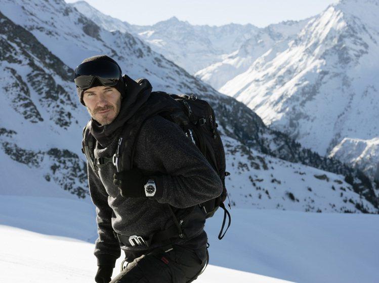 貝克漢再度突破自我極限,在帝舵表的邀請下前往阿爾卑斯雪山,並成功挑戰單板滑雪。圖...