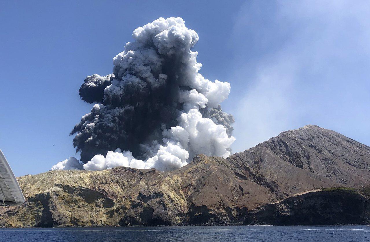 紐西蘭懷特島火山9日爆發,目前再傳2人傷重不治,加上8名失蹤者推定死亡,使得罹難...