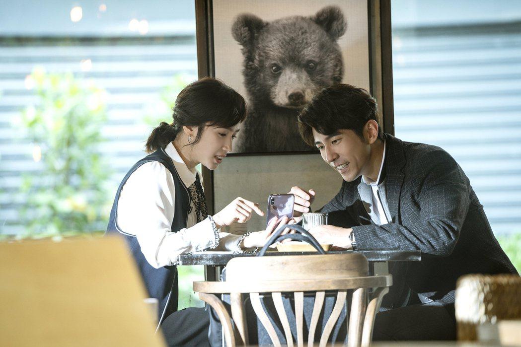 小薰(左)在劇中飾演修杰楷的前女友。。圖/TVBS提供