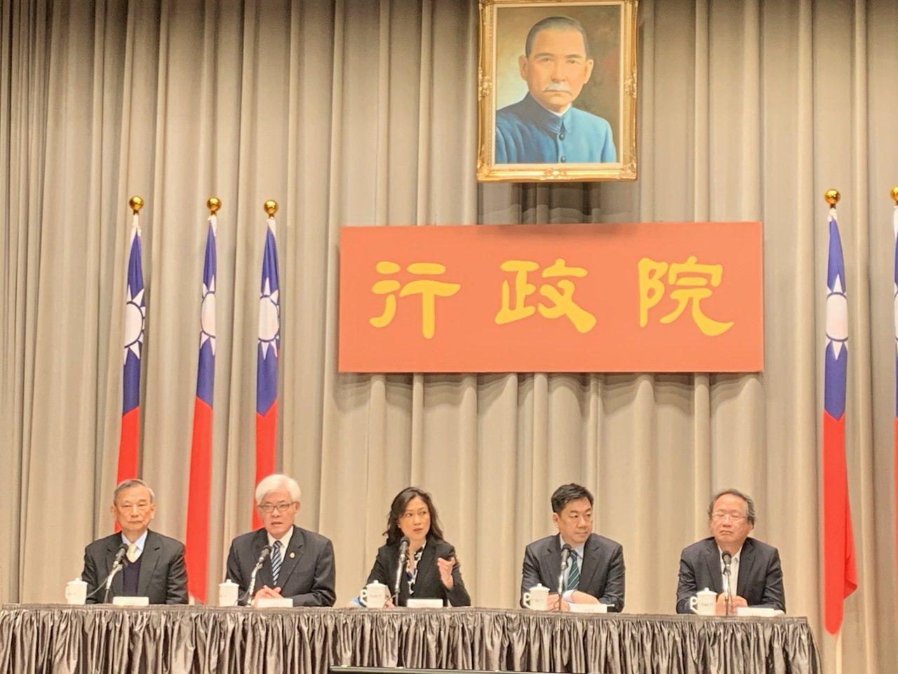 距離總統及立委選舉只剩30天,行政院長蘇貞昌今天在院會聽取「第15任總統副總統及...