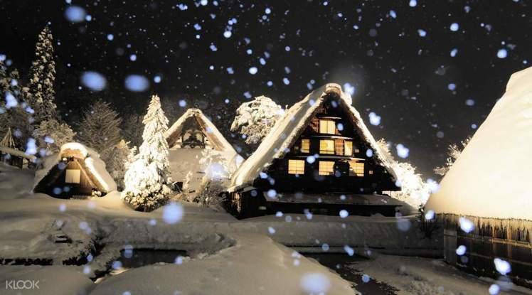 冬天的日本名古屋五箇山,有一年一度的合掌村點燈活動。圖/KLOOK提供